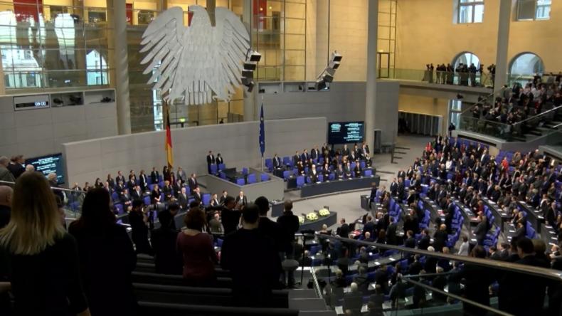 Deutschland: Holocaust-Überlebender warnt vor Antisemitismus in einer Rede vor dem Bundestag