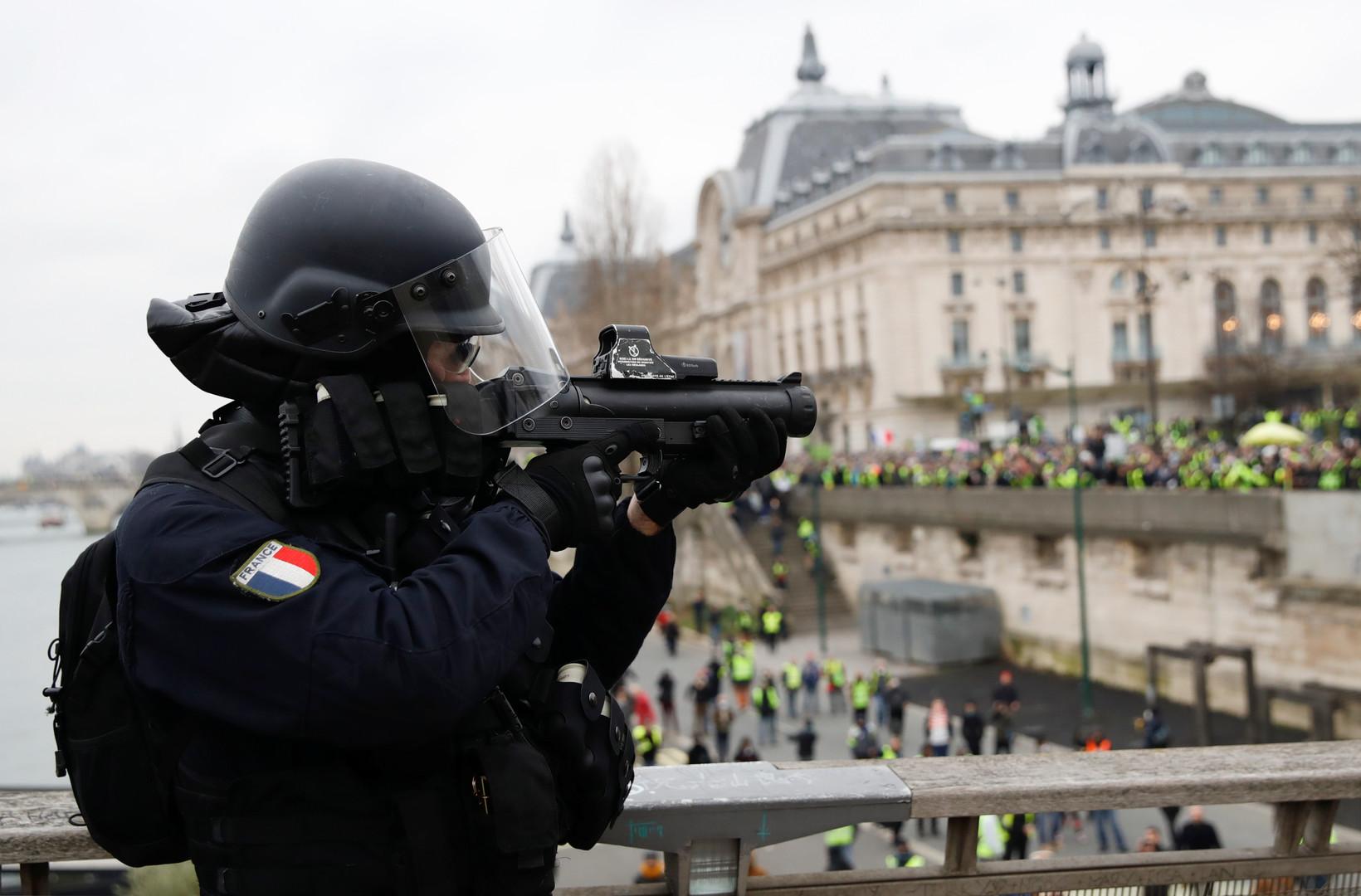 Paris: Macron lässt Einsatzpolizei CRS mit G36-Sturmgewehren gegen Gelbwesten aufmarschieren