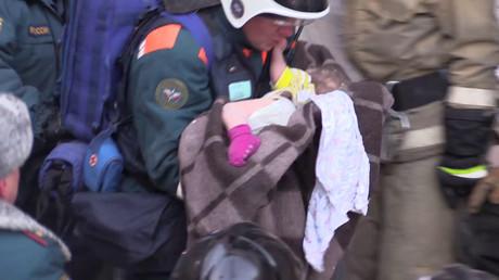 Wunder nach Gasexplosion in Magnitogorsk: Bergungskräfte retten Baby aus Haustrümmern
