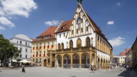 Im bayrischen Amberg wurden Passanten am Samstag willkürlich von einer Gruppe jugendlicher Asylbewerber angegriffen.
