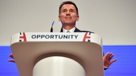 Der britische Außenminister Jeremy Hunt hält am ersten Tag des Konservativen Parteitags 2018 im International Convention Centre in Birmingham am 30. September 2018 eine Rede im Hauptsaal.