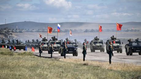 Militäreinheiten der Volksrepublik China beim russischen Großmanöver Wostok im September 2018.