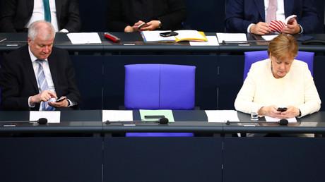 Horst Seehofer und Angela Merkel im Bundestag, Berlin, Deutschland, 3. Juli 2018.