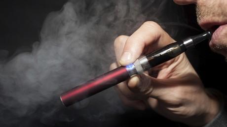 E-Zigarette verursacht Brand in US-Flugzeug kurz nach Landung (Symbolbild)
