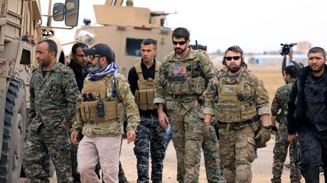 Schon bald Vergangenheit? US-Soldaten patrouillieren zusammen mit kurdischen Kämpfern in al-Hasaka in der Nähe der türkischen Grenze.
