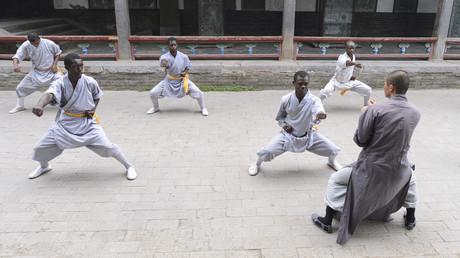 Kenianer während eines Trainings in einem Shaolin-Tempel in China (Symbolbild).