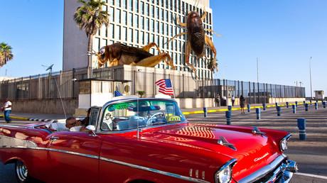 Groß war die Freude über die  wiederhergestellten diplomatischen Beziehungen zu Kuba auch bei US-amerikanischen Besuchern (2015) - bis die Grillen kamen.