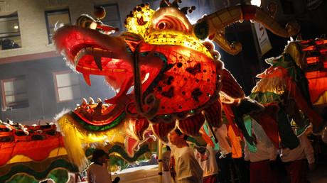 Chinesischer Drachentanz während der jährlichen chinesischen Neujahrsparade in San Francisco
