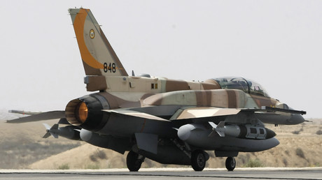 Ein israelisches F-16-Kampfflugzeug bereitet sich am 30. März 2009 auf den Start auf der Luftwaffenbasis Hazerim in der südisraelischen Negev-Wüste vor.