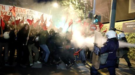 Während des Besuchs von Angela Merkel in Griechenland kam es zu Zusammenstößen zwischen Sicherheitskräften und Demonstranten.