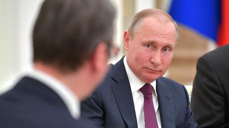 Russlands Präsident Wladimir Putin traf den serbischen Präsidenten Aleksandar Vučić zuletzt am 2.10.2018 in Moskau.