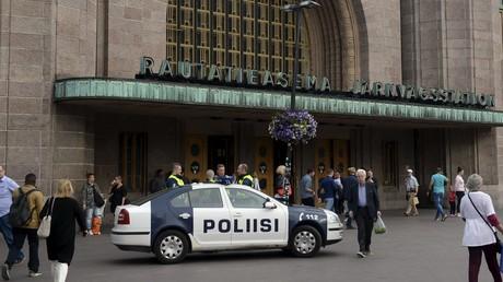 Polizei vor dem Hauptbahnhof von Helsinki, August 2018