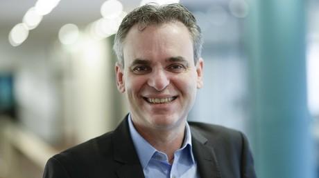 Frank Überall, seit 2015 Vorsitzender des Deutschen Journalisten-Verbandes, verbreitet Fake News über RT Deutsch.