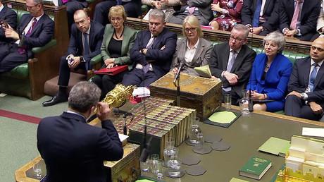 Die britische Premierministerin Theresa May während der Debatte über die Vertrauensabstimmung.