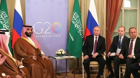 Der russische Präsident Wladimir Putin mit dem Kronprinzen und Verteidigungsminister Saudi-Arabiens Mohammad bin Salman Al-Saud, 1. Dezember 2018.