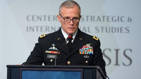 Generalleutnant Robert Ashley, Jr., Direktor der Defense Intelligence Agency (DIA) spricht am Center for Strategic and International Studies (CSIS) in Washington, DC, 17. September 2018 über Fragen der nationalen Sicherheit. Dazu gehören für die DIA anscheinend auch UFO-Forschung...