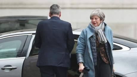 Theresa May in der Downing Street am Montagmorgen