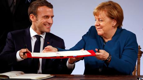 Frankreichs Präsident Emmanuel Macron und Bundeskanzlerin Angela Merkel bei der Vertragsunterzeichnung in Aachen.