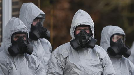 Personal in Schutzanzügen und Atemschutzgeräten am Salisbury District Hospital in Salisbury, 10. März 2018.