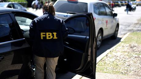 Eine FBI-Agentin ist hier am 12.03.2018 am Ort einer Explosion in Austin, im US-Bundesstaat Texas. Seit Ende Dezember 2018 dauert die Haushaltssperre in den USA an und gefährdet die Arbeit des FBI.