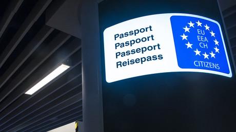 Der Besitz der Staatsbürgerschaft eines EU-Landes ermöglicht unter anderem  Bewegungsfreiheit im gesamten Schengen-Raum.