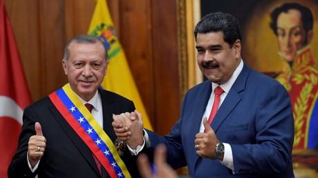Der venezolanische Präsident Nicolas Maduro (r.) und sein türkischer Amtskollege Recep Tayyip Erdoğan trafen sich am dritten Dezember 2018 in Caracas.