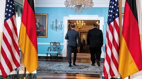 Der deutsche Außenminister Heiko Maas und sein US-Amtskollege Mike Pompeo gehen am 23. Januar zur gemeinsamen Unterredung, die vier Stunden dauerte. Zu den Journalisten wird Heiko Maas allein zurückkehren.