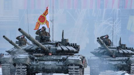 Т-72B3 Panzer während einer Probe zur Gedenkfeier anlässlich des Endes der Leningrader Blockade