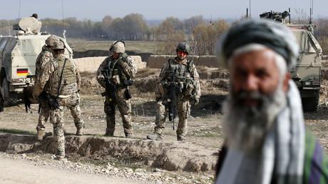 Soldaten der Bundeswehr am 7. Dezember 2012 im kleinen Dorf Qeysar Kheyl während eines Einsatzes bei Baghlan im Nordafghanistan