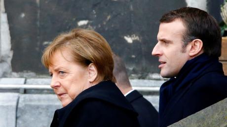 Bundeskanzlerin Angela Merkel und der französische Präsident Emmanuel Macron verlassen das Aachener Rathaus, nachdem sie am 22. Januar 2019 in Aachen ein neues Abkommen über bilaterale Zusammenarbeit und Integration, den sogenannten