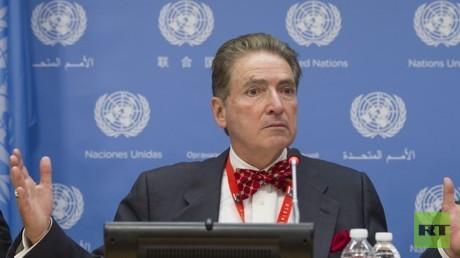 Alfred-Maurice de Zayas ist ein US-amerikanischer Völkerrechtler, Historiker, Sachbuchautor und ehemaliger UN-Beamter. Von Mai 2012 bis April 2018 war er Unabhängiger Experte des Menschenrechtsrats der Vereinten Nationen für die Förderung einer demokratischen und gerechten internationalen Ordnung.