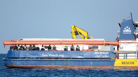 Dutzende Migranten sind an Bord des Rettungsschiffes