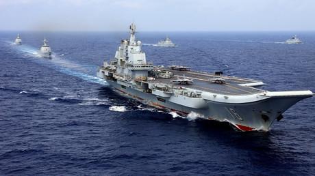 Der chinesische Flugzeugträger Liaoning nimmt am 18. April 2018 an einer militärischen Übung der chinesischen Marine im westlichen Pazifik teil.