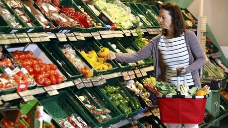 Rund 30 Prozent der Arbeitslosen in Deutschland sparen bei Lebensmitteln – etwa beim Gemüse.