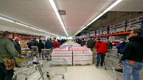 Andrang nach der Eröffnung des russischen Mere-Markts – sowohl Interesse als auch Kaufandrang waren groß in Leipzig.