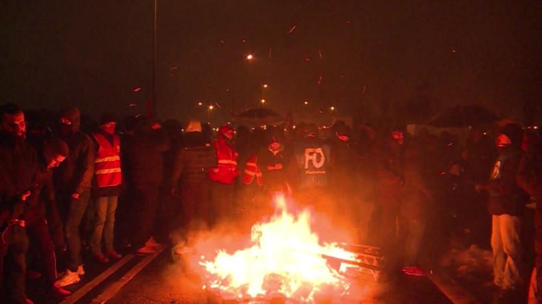 Frankreich: Gefängniswärter errichten Barrikaden wegen Tarifstreit