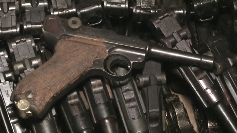 Schwerter zu Kathedralen: Erbeutete Wehrmachtswaffen werden für den Bau einer Kathedrale verwendet