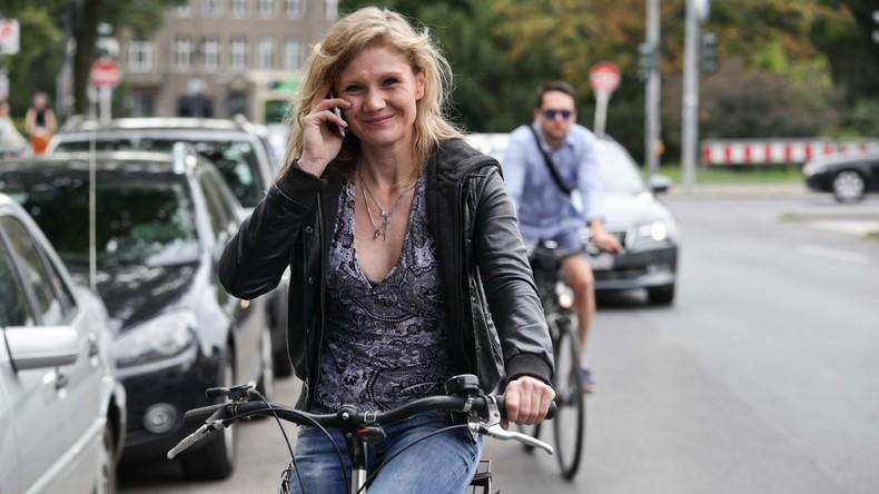 Niederlande verbieten Telefonieren beim Radfahren