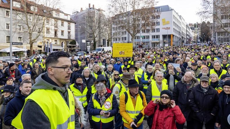 LIVE: Gelbwesten-Demonstration gegen Dieselfahrverbot in Stuttgart
