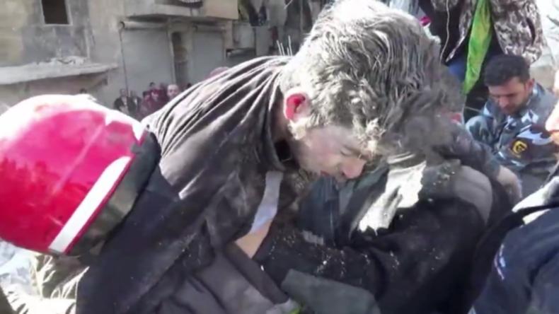 Syrien: Mann aus eingestürztem Gebäude in Aleppo gerettet