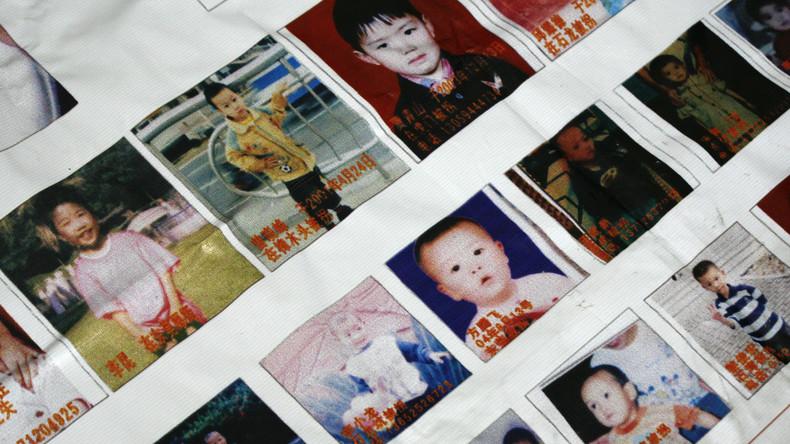 China: Eltern verkaufen Sohn an kinderloses Paar – Kind mit Großeltern wieder vereint