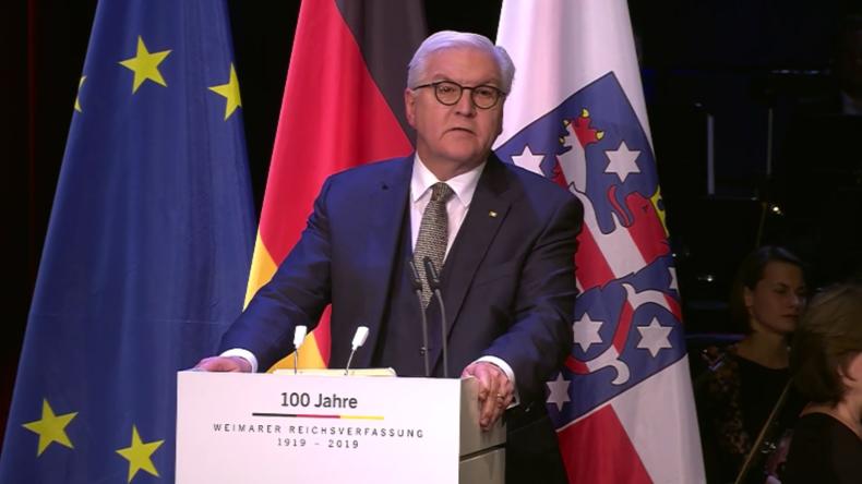"""Steinmeier: """"Neuer nationalistischer Hass"""" missbraucht deutsche Flagge"""
