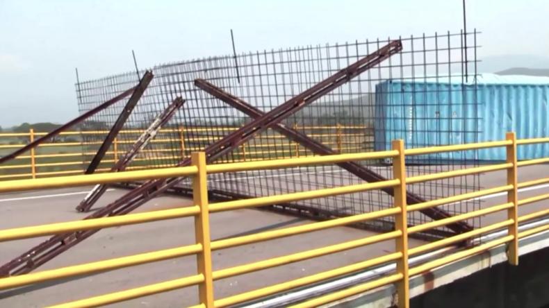 """Venezuela verbarrikadiert Brücke, über die """"humanitäre Hilfe"""" ankommen sollte"""