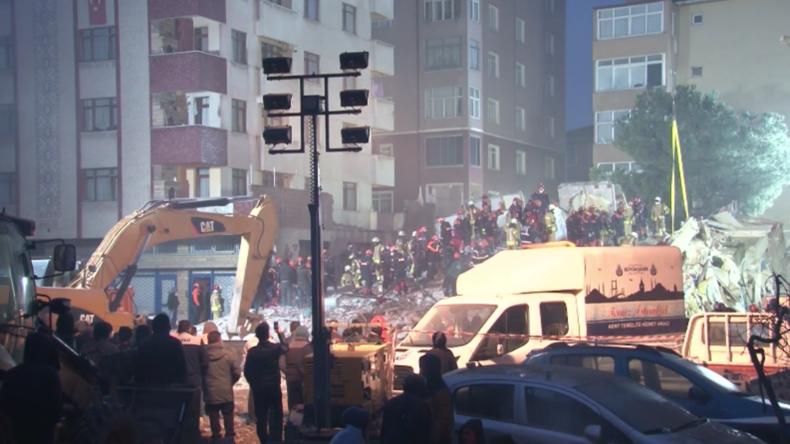 Türkei: Überwachungskamera erfasst Moment des tödlichen Hauseinsturzes in Istanbul