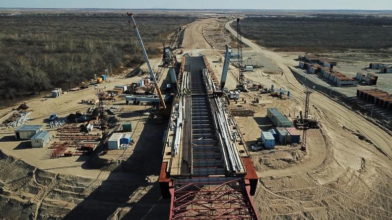 Eisenbahnabschnitt von grenzüberschreitender Brücke zwischen Russland und China wird im März fertig