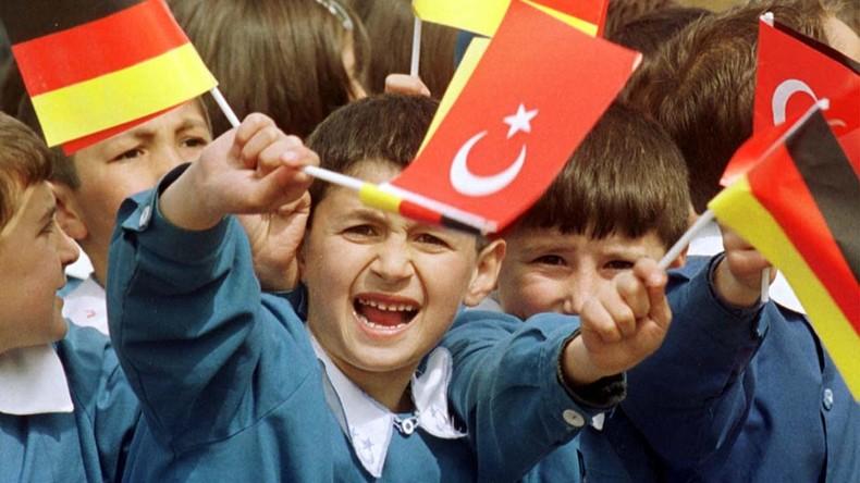 NRW: Sollen Kinder Türkisch statt Englisch in der Grundschule lernen?