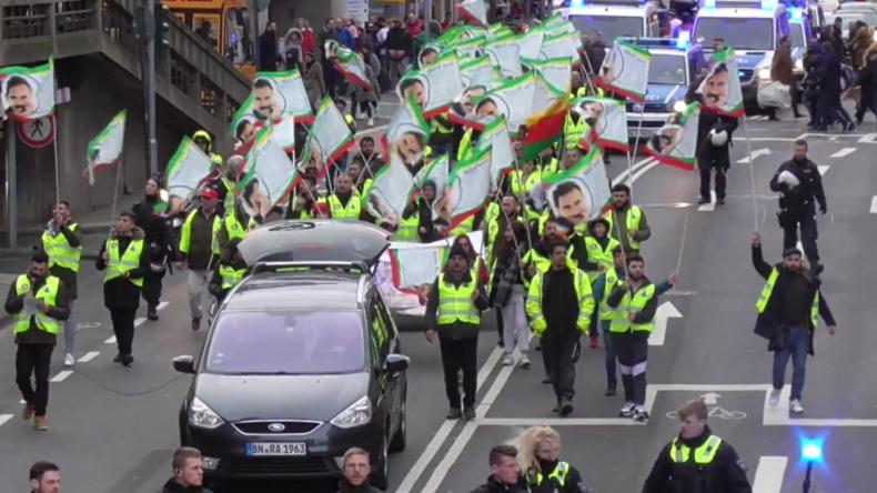 """Verhaftungen bei Ankunft des kurdischen """"Langen Marsches"""" in Köln"""