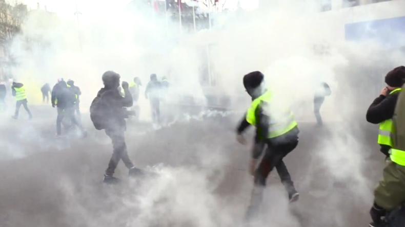 Zusammenstöße mit der Polizei: Blendgranate reißt einem Demonstranten in Paris die Hand ab