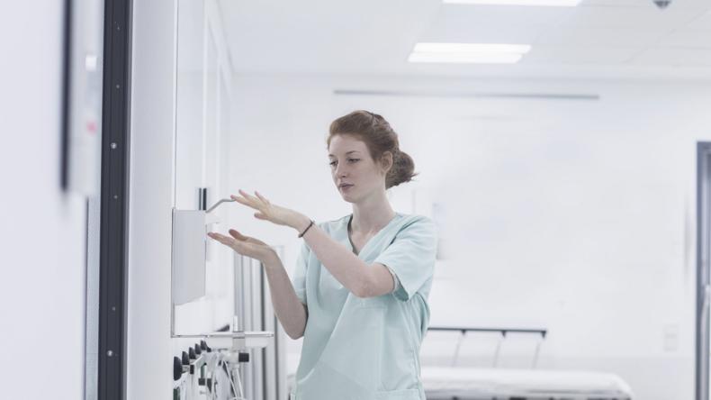 Pflegeheim-Umfrage: Offene Stellen und kein Geld für mehr Personal