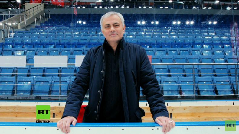 Am Spielfeldrand mit José Mourinho: Legendärer Fußballtrainer moderiert bei RT